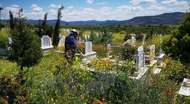 Mezarlıklarda temizlik çalışmaları sürüyor