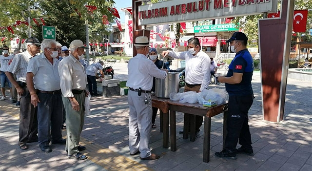 Bayramiç Belediyesinden aşure ikramı