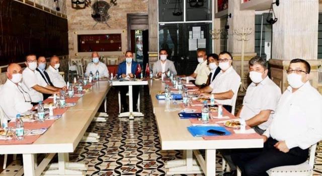 """Bülent Turan, CHP'li belediye başkanlarıyla buluştu: """"Bu şehirde asıl rekabet, hizmet yarışı olmalıdır"""""""