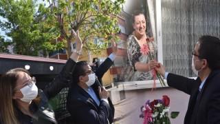 """Başkan Öz: """"Sevgi yürekli annelerimize çiçek sunduk"""""""