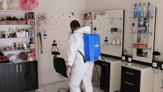 Lapseki'de kuaför ve berberler dezenfekte edildi