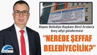 """Birol Arslan'a borç afişi göndermesi: """"Nerede şeffaf belediyecilik?"""""""
