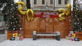 Bayramiç Belediyesi'nden yeni yıl temalı fotoğraf çekimi alanı