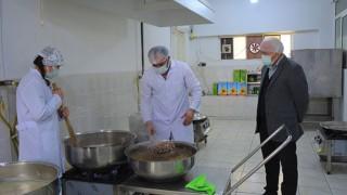 Lapseki Belediyesi Aşevi'nde günde 200 kişiye yemek dağıtımı yapılıyor