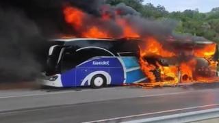Lapseki'de yolcu otobüsü alev alev yandı!