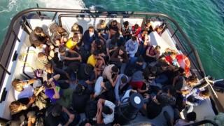Bozcaada açıklarında 59 düzensiz göçmen kurtarıldı