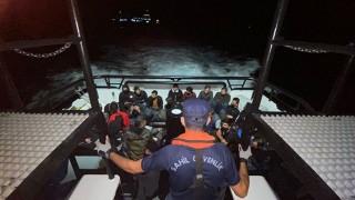 Ezine açıklarında 35 düzensiz göçmen yakalandı